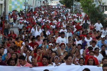 Miles de cancunenses hacen patente su respaldo absoluto a Peña Nieto