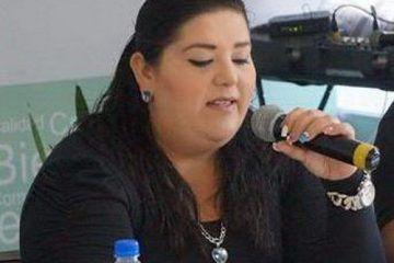 La regidora Karla Bustillos Sierra en el dilema de cantar o gobernar