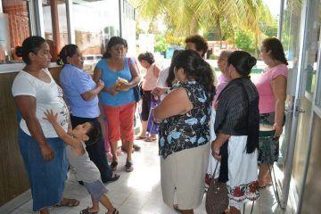 Un grupo de mujeres realizaron una manifestación en las instalaciones de la Jurisdicción Sanitaria