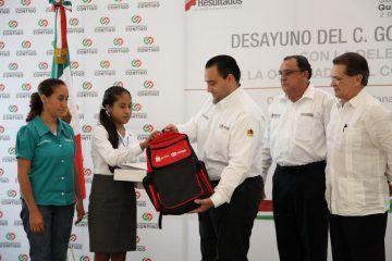 La educación seguirá siendo uno de los faros más luminosos que guíen a los niños y jóvenes de Quintana Roo, dice el Gobernador