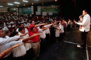 Toma Protesta El Gobernador Al Nuevo Secretario General De La CTM En El Estado