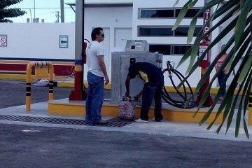 Empresa Tomza Gas llena tanques de manera arbitraria en plena zona urbana