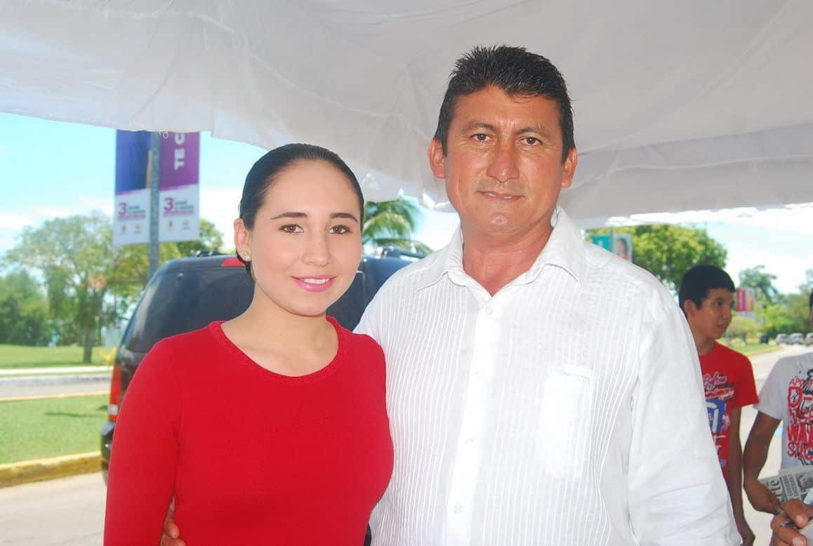 José Contreras Méndez presidente municipal de Bacalar y su esposa Rossina Maribel de Contreras.