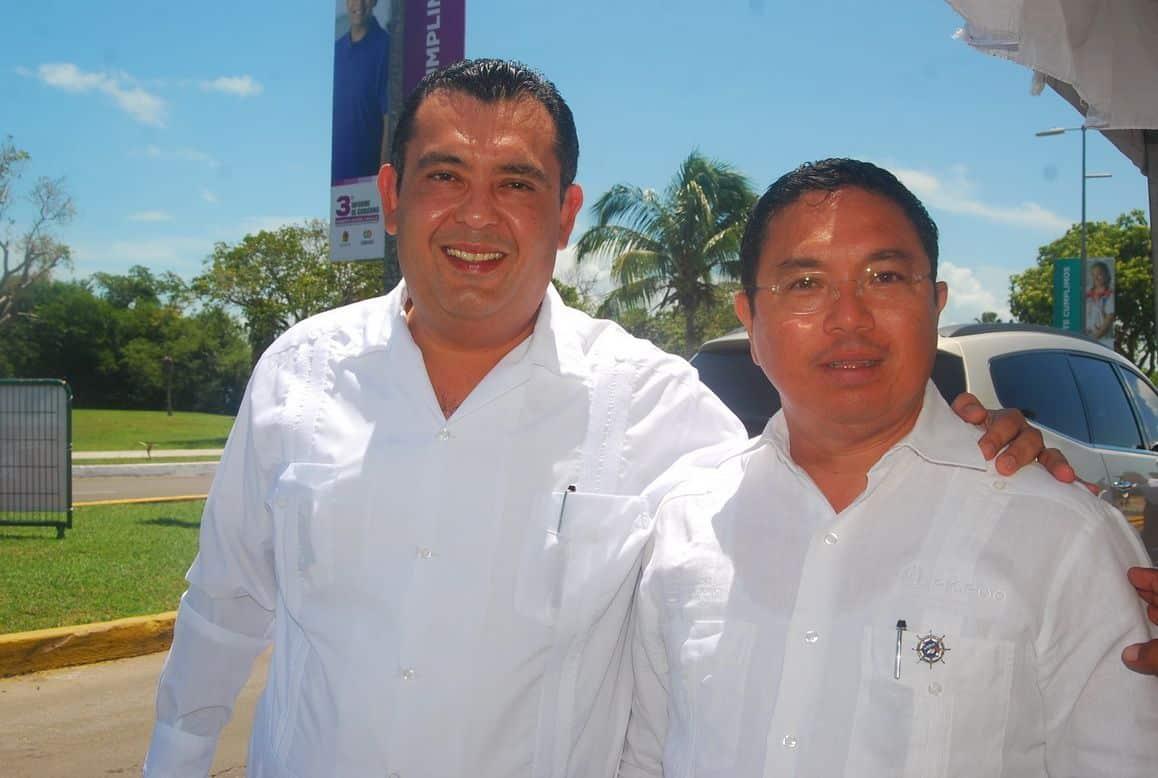 Hiram Toledo y Erce Barron Barrera director general de Administracion Portuaria  Integral.