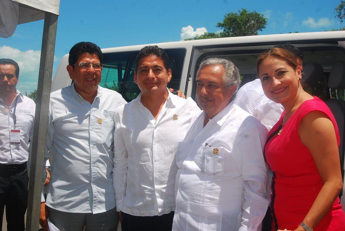 Tarquinio Ortega Otero líder Sindical del ISSSTE, Carlos Hernández Blanco Delegado Federal, Alfredo Villegas y Magda Lozano Ocman.