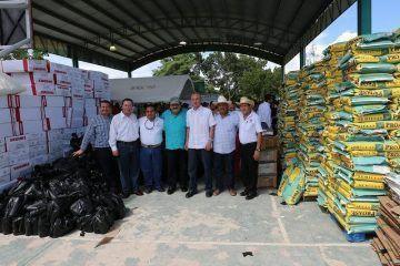 Atestigua Abuxapqui entrega de apoyos a productores rurales