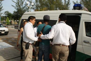 Por visa vencida, migración detiene a cubano en aeropuerto de Chetumal