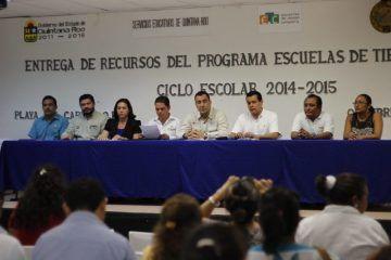 Gobierno de Mauricio Góngora en conjunto con autoridades educativas benefician a alumnos y familias solidarenses