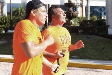Participa Mauricio Góngora como guía en el Medio Maratón de la Riviera Maya