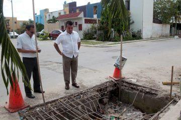 Camina Mauricio Góngora las calles de Solidaridad y verifica trabajo de Servicios Públicos