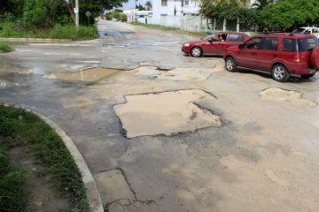 Lluvias incrementan a 13 mil los metros cuadrados de baches en Chetumal