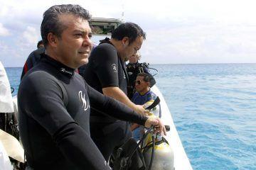 Asiste Mauricio Góngora a inmersión de  la escultura de la Virgen del Caracol