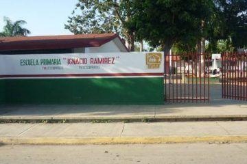 """""""Magnánimo y despistado"""" director de la escuela primaria Ignacio Ramírez"""
