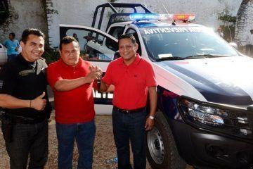 Entrega en Tihosuco Y Noh Bec patrullas nuevas
