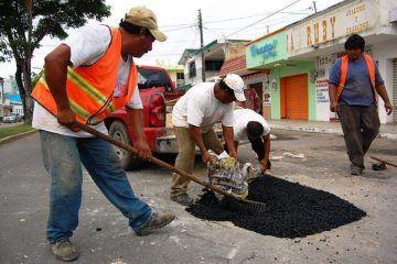 Refuerzan trabajos de bacheo con 50 toneladas de asfalto en frío