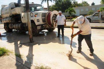 """""""Truena"""" tubería de aguas negras en la Forjadores e inunda arterias"""