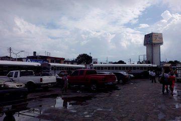 Autobuses de Belice colapsan estacionamiento del Mercado Nuevo