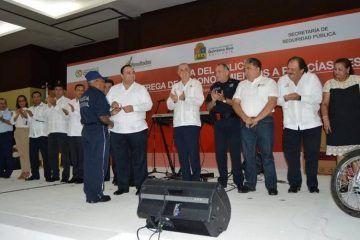 Beto Borge otorga ascensos, condecora e incrementa salario a Policías de Quintana Roo
