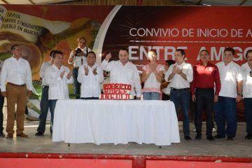 Beto Borge festeja su cumpleaños con sus hermanos Mayas