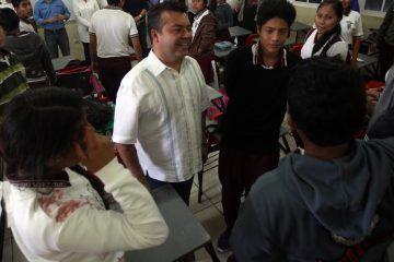 Reafirma Mauricio Góngora su compromiso con la juventud