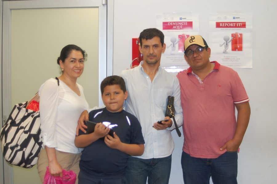 Javier Cruz y Sonia Guillen ORIGEN: Chetumal Quintana roo DESTINO: México Distrito Federal MOTIVO: retornaron después de 3 días de vacaciones, visitaron Mahahual y Bacalar.