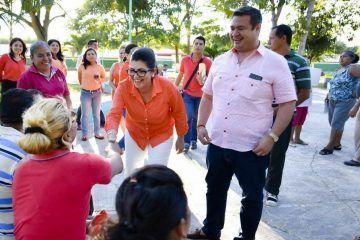 Diputada Maritza Medina entrega podadora, uniformes y despensas a habitantes de Carlos A. Madrazo, Ucum y Ramonal