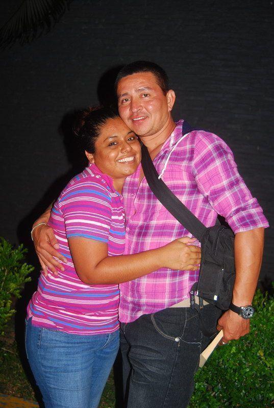 David Nicoli ORIGEN: Chetumal Quintana Roo DESTINO: México Distrito Federal MOTIVO: retorno después de una semana de vacaciones lo despide Asia Cerecedo Martínez.
