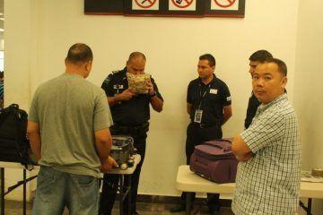 Detenidos y posteriormente libres, par de chinos en aeropuerto de Chetumal por transportar pescado deshidratado