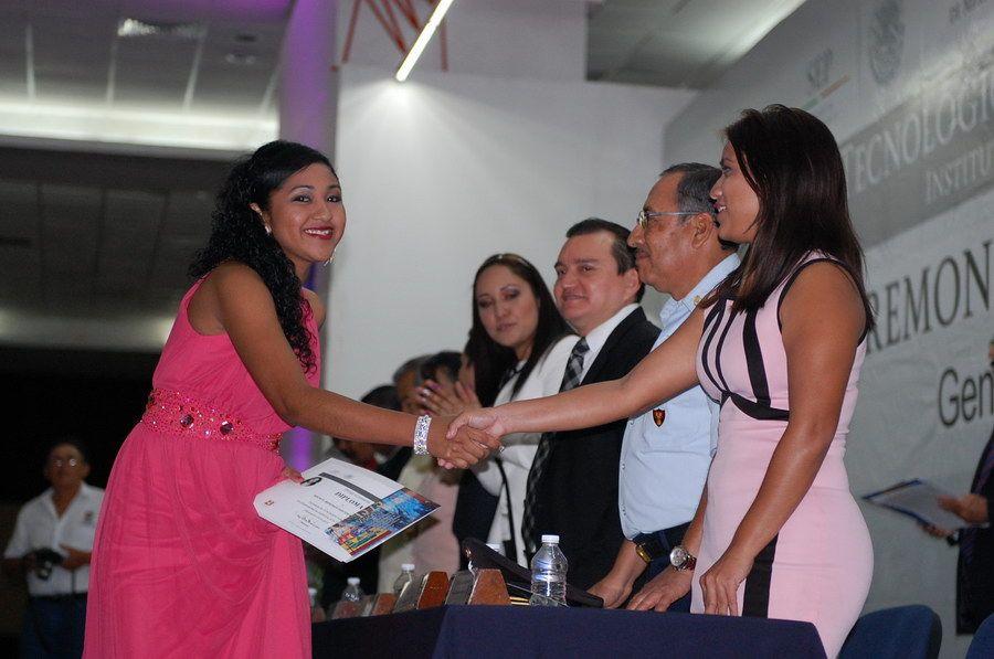 Santos Márquez Xochilt Berenice nueva licenciada en Contaduría.