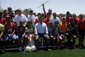 Mauricio Góngora cumple a los habitantes de Puerto Aventuras, ya cuentan con Unidad Deportiva