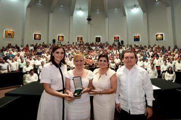 """Reconocen a Martha Silva Martínez con medalla al Mérito""""María Cristina Sangri Aguilar"""""""