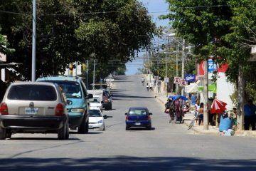 Agradecen habitantes de Puerto Aventuras obras de pavimentación y alumbrado
