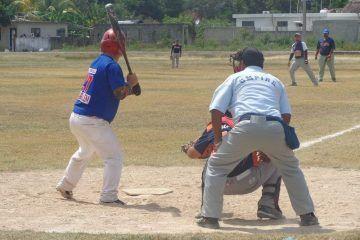 Sheriffs hilvana segunda derrotaen béisbol de segunda fuerza