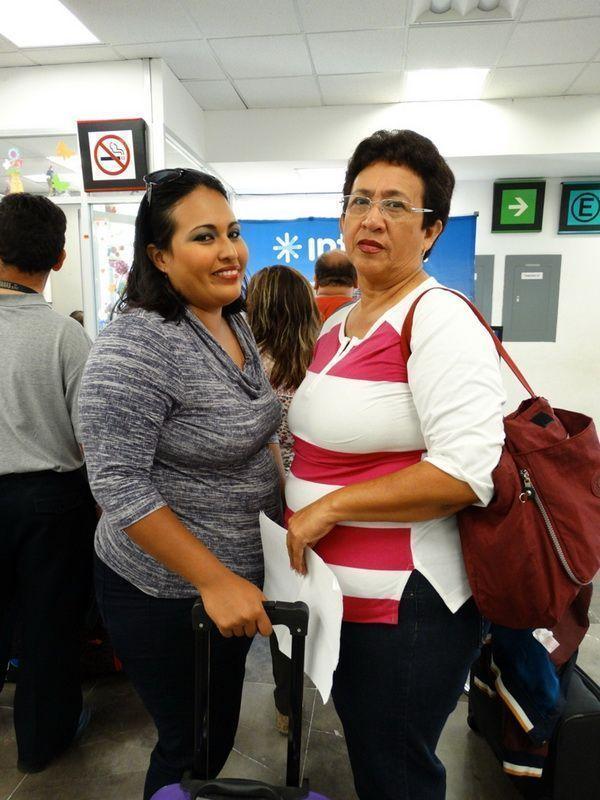 Mirna Esther Pérez Raygoza ORIGEN: Chetumal Quintana Roo DESTINO: México Distrito Federal.  MOTIVO: viajo para tramitar su Cedula de la Maestría en Educación lo acompaño Fátima Buenfil Pérez