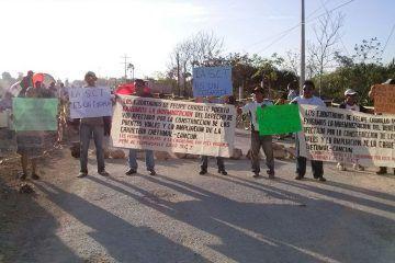 Campesinos bloquean la entrada a la ciudad de FCP