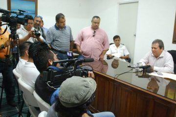 """Andrés Ruiz se lanza a la """"yugular"""" a los priistas"""