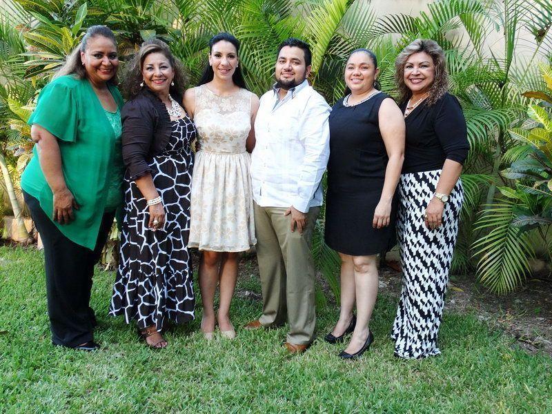Alejandra y Juan Arturo, en compañía de las testigos, Cecilia Rosario Ortiz Yeladaqui, Ana McLiberty Novelo y Lupita Ortiz Yeladaqui