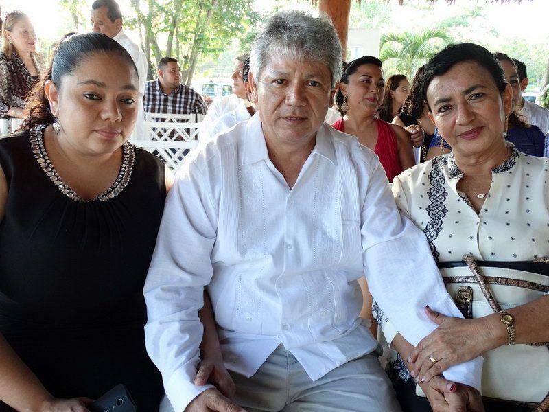 Ana Mcliberty Novelo, Juan Macliberty Pacheco y Sonia Novelo Vanegas