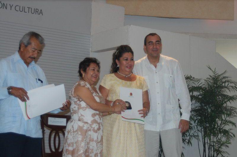 Carmen Castillo Caparroso por 30 años de servicio