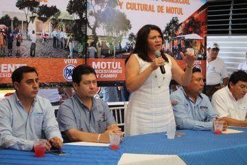Motul merece un alcalde que sueñe en grande: Rosa Adriana Díaz