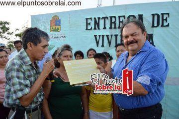 Entrega Abuxapqui pavimentación y viviendas en Colonia Bicentenario