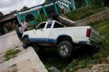 """Yerno olvida poner freno a camioneta de suegro y esta """"huye"""" del garage"""