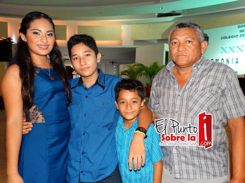 Familia Garma Sosa, posando para la foto del recuerdo
