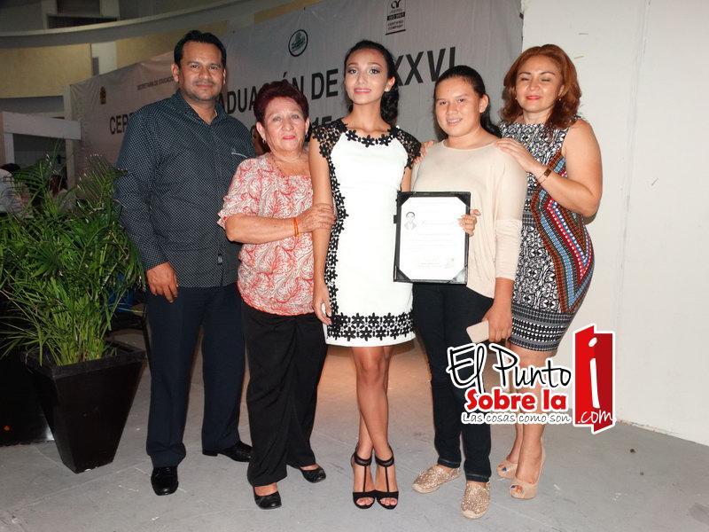 Karla Sosa Carvajal, en compañía de Armando García Torres, Victoria Maldonado, Ana García Carvajal y Norma Carvajal de García