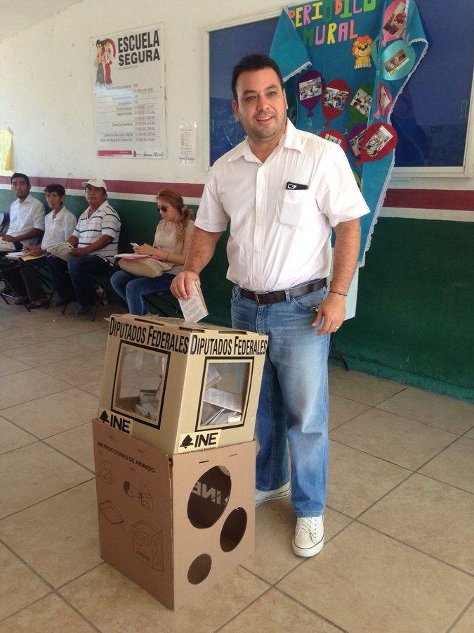 Vota Mahmud Chnaid Novelo candidato a diputado por el Distrito II