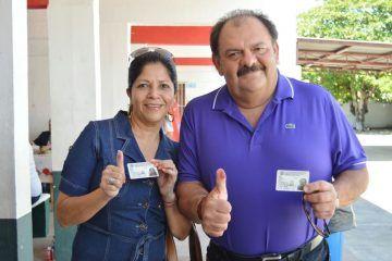Vota Eduardo Espinosa presidente municipal de OPB