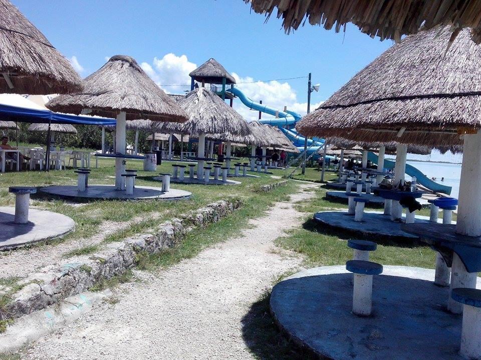 Ley seca, elecciones y crisis ahuyentan a bañistas en Bacalar