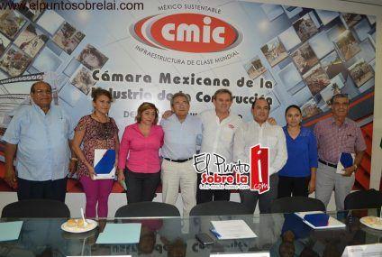 """Reciben con beneplácito """"Seguro Médico para Gastos Mayores"""" afiliados a la CMIC en Chetumal"""