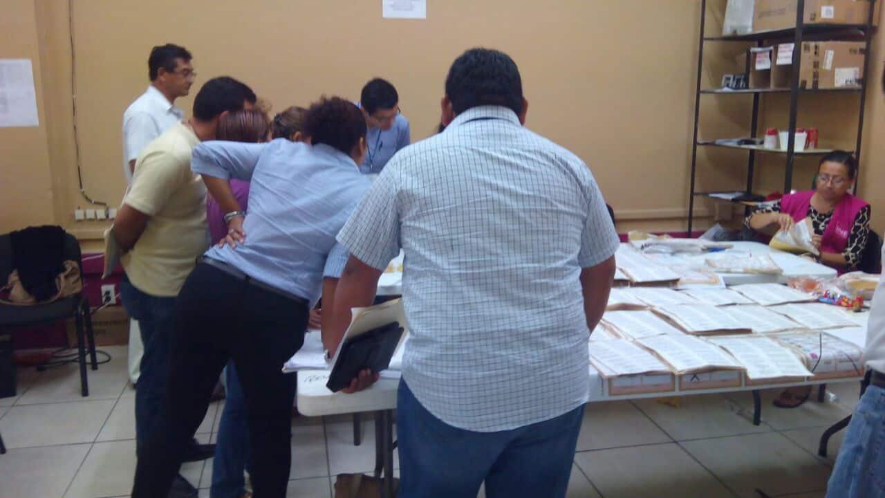 Surgen más anomalías en el recuento de votos