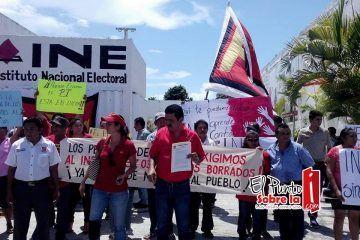 Militantes del PT cierran instalaciones del INE